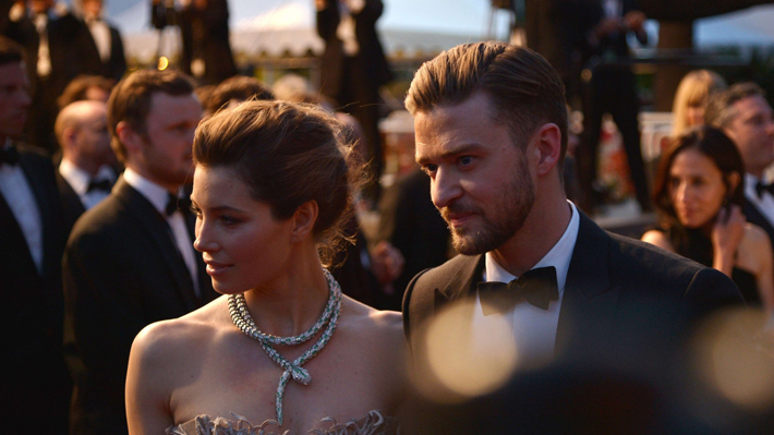 """""""Hollywood is glitter with gorgeous celebrity couples who have captivated the world.""""  Hollywood's most powerful couples in 2013 34"""
