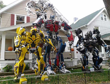 10  10 Craziest Halloween Decorated Houses Across The World 101