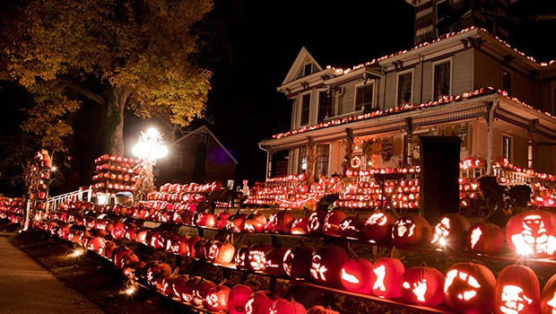 houses decorated - Halloween Houses Decorated