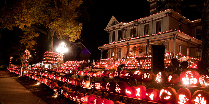 1 10 craziest halloween decorated houses across the world 12