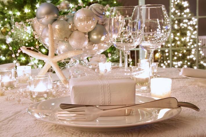 Elegantly lit holiday dinner table  Kelly Hoppen's tips for Christmas decorating 4edf8ba28b28d908ba0006b9 1323273124
