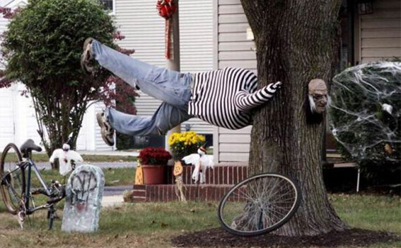 7  10 Craziest Halloween Decorated Houses Across The World 71