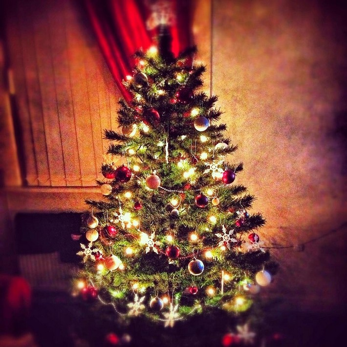 Decorating the tree is the most important part  Kelly Hoppen's tips for Christmas decorating A91A l3CAAEwkUi