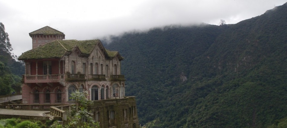 boca-do-lobo-blog-10-mysteriously-beautiful-abandoned-places-around-the-world-featured-image