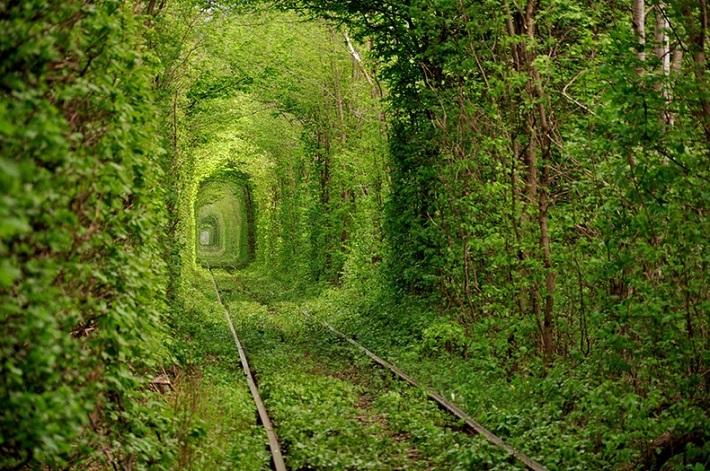 10 of the Most Inspiring Places On Earth Boca do Lobo blog - Tunnel of Love - Ukraine inspiring places 10 of the Most Inspiring Places On Earth 10 of the Most Inspiring Places On Earth Boca do Lobo blog Tunnel of Love Ukraine