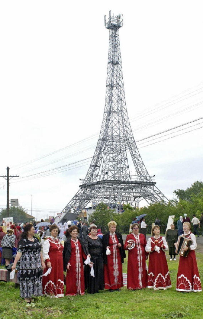 Artists dressed traditionally Russian co  World's Top 10 Replicas of the Eiffel Tower Worlds Top 10 Replicas of the Eiffel Tower Russia