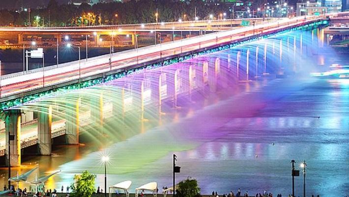 """most beautiful bridges in the world"" bridges 10 of the World's Most Beautiful and Unique Bridges Banpo Bridge Water Fountain South Korea"
