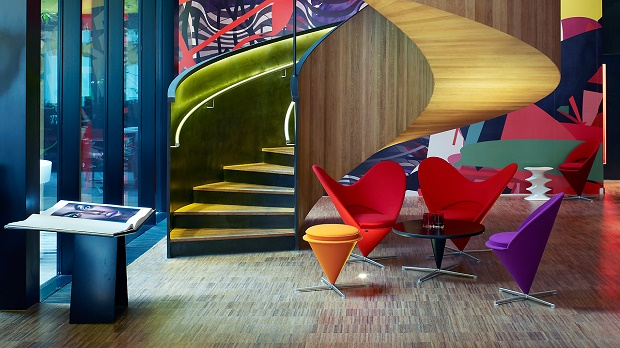 """""""Do you want to spend a luxurious and affordable vacation?""""  Do you want to spend a luxurious and affordable vacation in a trendy hotel? 1280citizenm london 132809"""