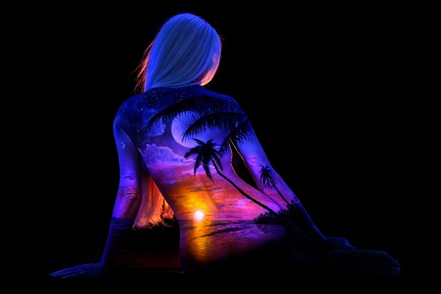 Incredible Body Art Made With Ultraviolet Light Incredible Body Art With Ultraviolet  Light 2048