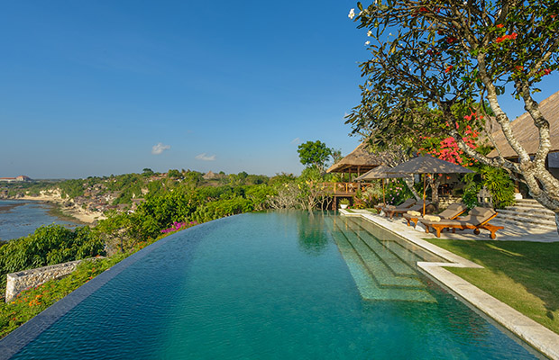 9  The 10 best infinity pools in the world!  92