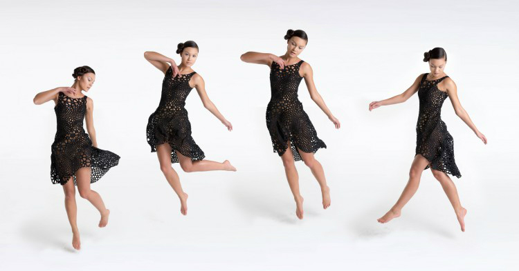 The continuous pattern gives the dress fluidity, behaving according to motion