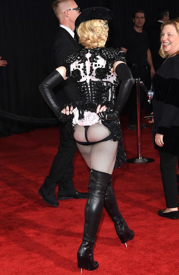 890459-bb1fb04c-afec-11e4-8de0-9ed87417a9dc  Grammy Awards 2015: Red Carpet Fashion 890459 bb1fb04c afec 11e4 8de0 9ed87417a9dc