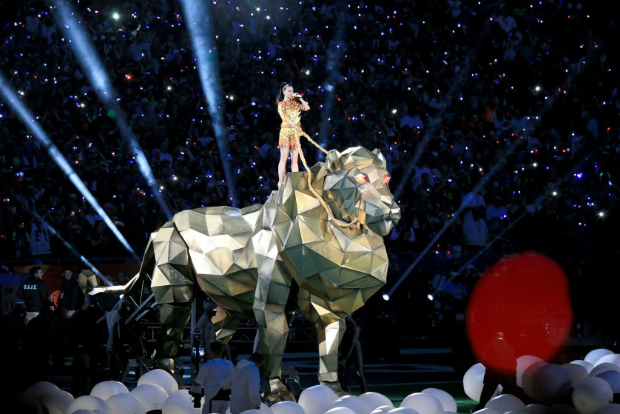 The Best Moments From the Super Bowl 2015 Halftime Show  The Best Moments from the Super Bowl 2015 halftime show katy perry superbowl halftime 01
