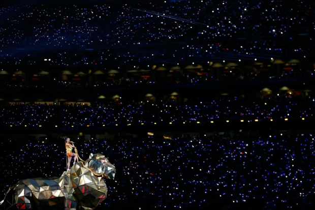 The Best Moments From the Super Bowl 2015 Halftime Show  The Best Moments from the Super Bowl 2015 halftime show katy perry superbowl halftime 02