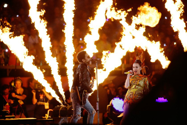 The Best Moments From the Super Bowl 2015 Halftime Show  The Best Moments from the Super Bowl 2015 halftime show katy perry superbowl halftime 07