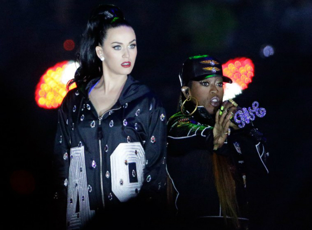 The Best Moments From the Super Bowl 2015 Halftime Show  The Best Moments from the Super Bowl 2015 halftime show katy perry superbowl halftime 09