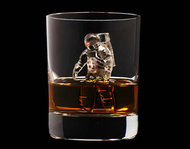 Suntory presents the most amazing whiskey glasses  Suntory presents the most amazing whiskey glasses CNC milled ice cubes japanese brewing suntory designboom 06
