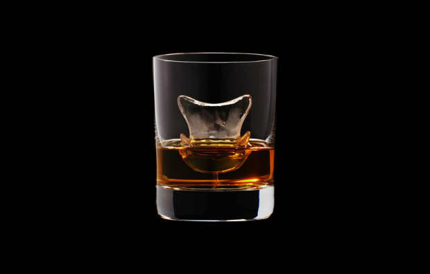 Suntory presents the most amazing whiskey glasses  Suntory presents the most amazing whiskey glasses CNC milled ice cubes japanese brewing suntory designboom 11