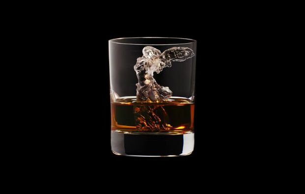 Suntory presents the most amazing whiskey glasses  Suntory presents the most amazing whiskey glasses CNC milled ice cubes japanese brewing suntory designboom 12