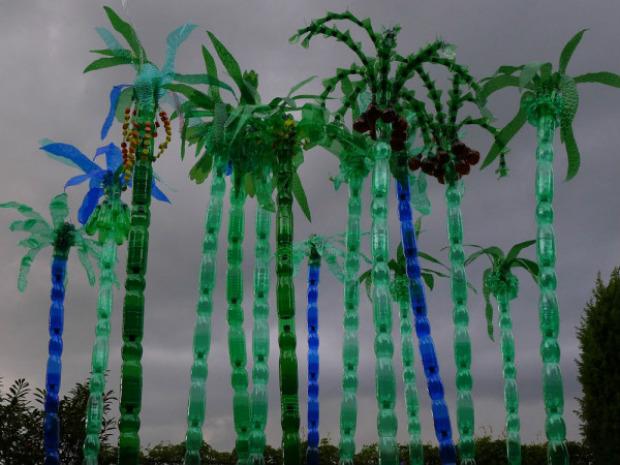 Czech artist veronika richterov plastic bottles art for Art out of plastic bottles
