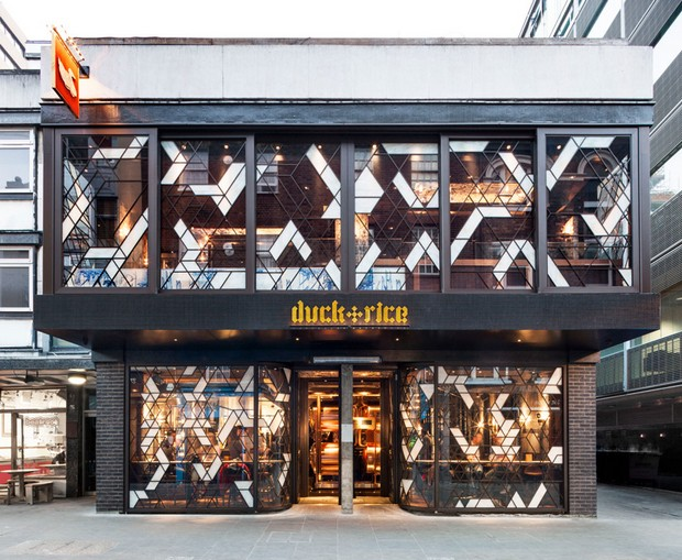autoban-integrates-abstracted-geometric-patterns-at-dukerice-restaurant (10)