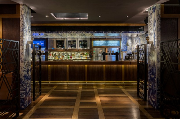 autoban-integrates-abstracted-geometric-patterns-at-dukerice-restaurant (5)
