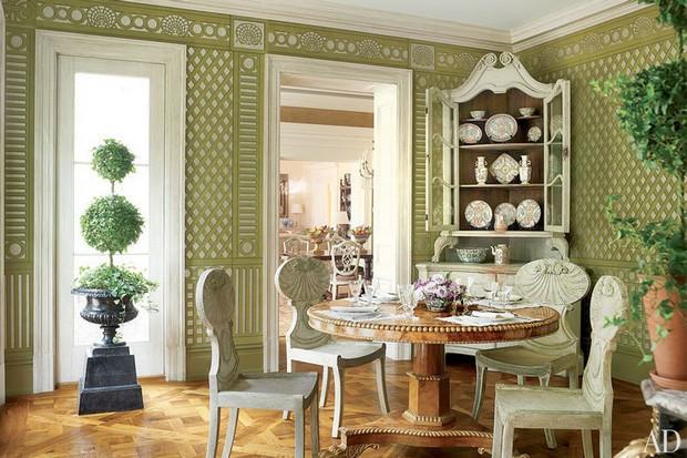 Bunny Williams Decorates Handsome Georgian Style House 10