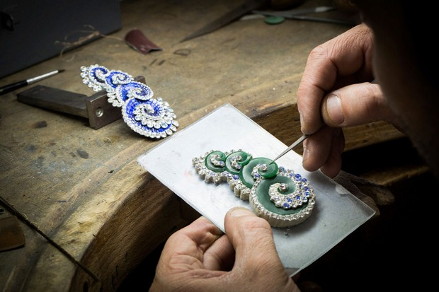 new-handmade-jewelry-collection-by-van-cleef-arpels (13)  New Handmade Jewelry Collection by Van Cleef & Arpels new handmade jewelry collection by van cleef arpels 13