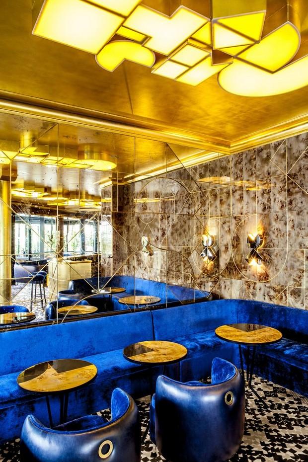 Caf fran ais exclusive design by india mahdavi for India mahdavi furniture