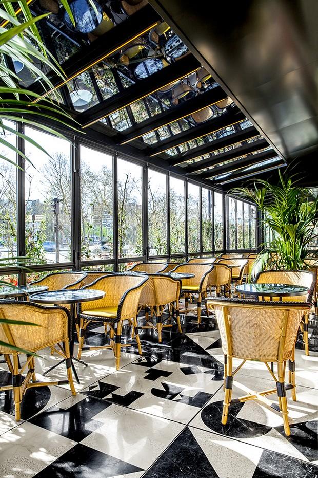Caf fran ais exclusive design by india mahdavi for Design francais