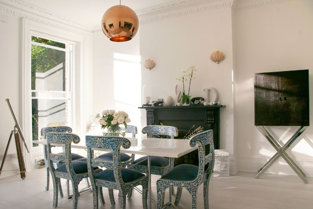 Sunshine state of mind dining room d cor ideas for Dining room wallpaper ideas uk