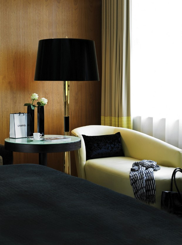 floor lamps for a good mood master bedroom decor