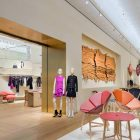 peter-marinos-louis-vuitton-store-has-hand-painted-columns-12