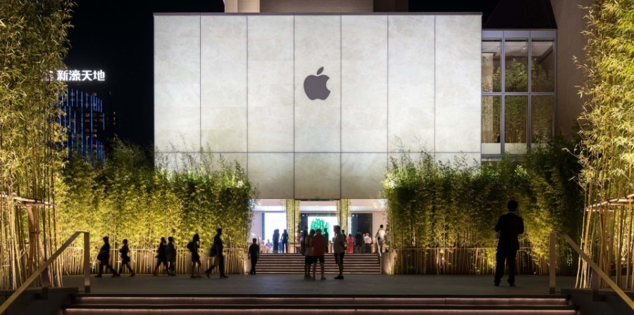 Apple, Foster + Partners, technology, entertainment, arts, timeless design, bamboo, Jonathan Ive, Angela Ahrendts, Apple store, interior design, design Foster + Partners Inside Apple Store Atrium in Macau by Foster + Partners Inside Apple Store Atrium in Macau by Foster Partners 1