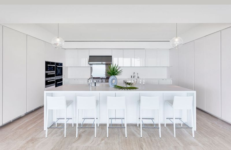A Summer Breeze Inside This Miami's Penthouse by ABH Interiors abh interiors A Summer Breeze Inside This Miami's Penthouse by ABH Interiors Surf Club Kitchen