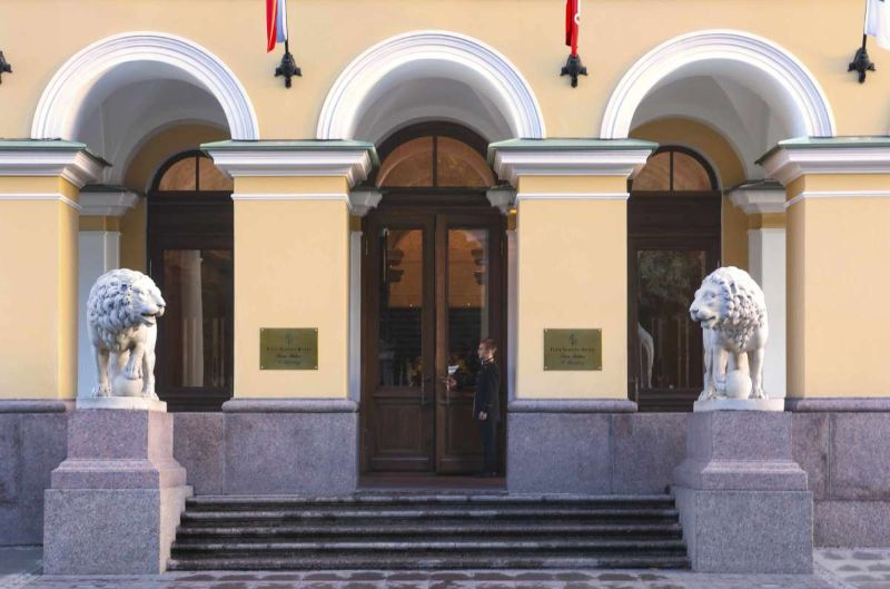 Former Royal Palaces That Were Transformed Into Luxury Hotels luxury hotel Former Royal Palaces That Were Transformed Into Luxury Hotels Four Seasons St Petersburg marble lions