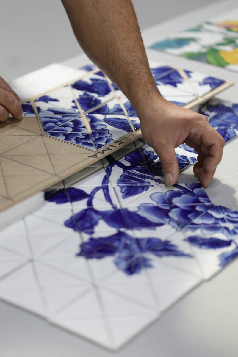 The Wonders Of Craftsmanship - Details Of Hand-Painted Tiles (6)