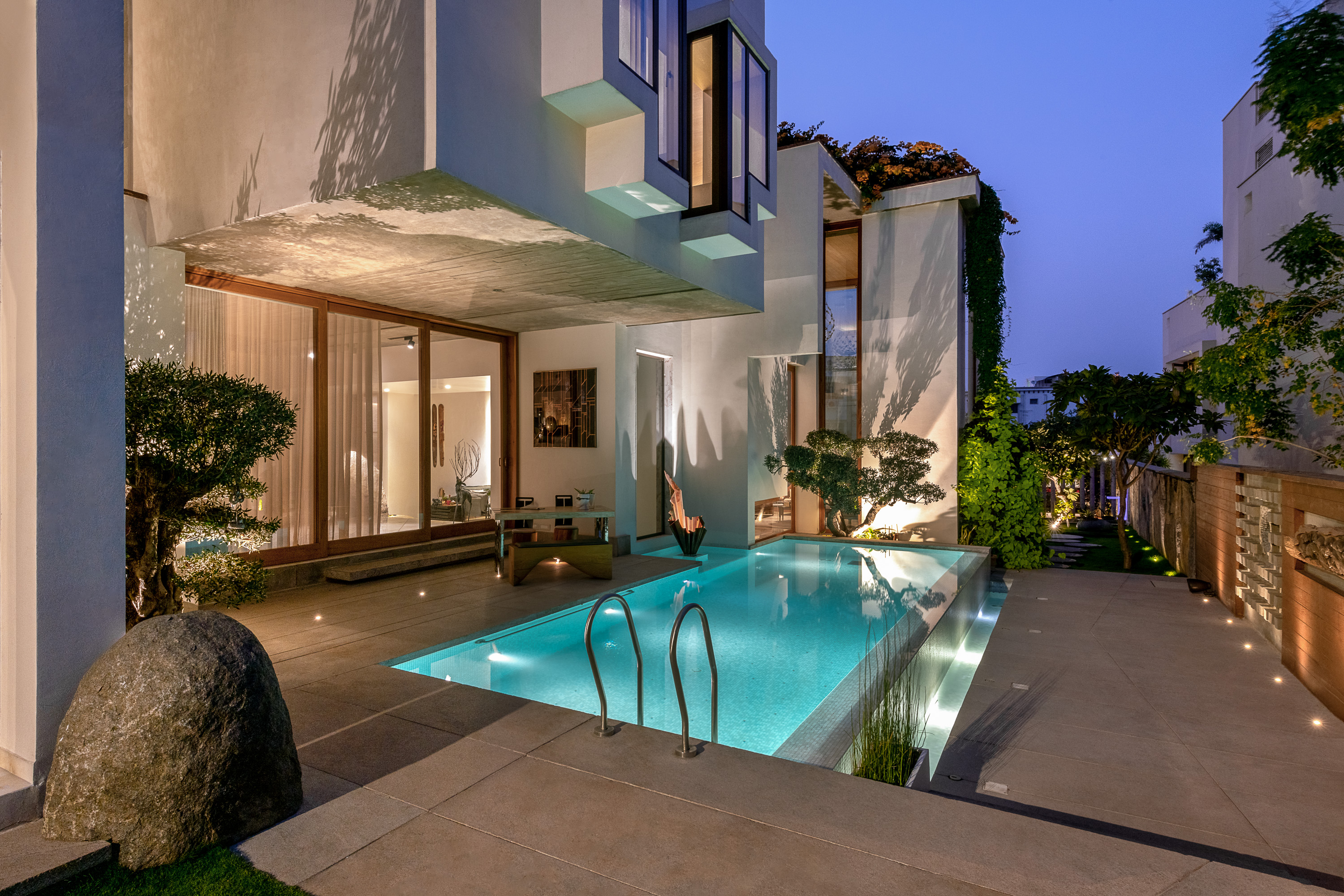 Sustainability Meets Luxury In This Private Residence by NA Architects na architects NA Architects Design A Private Residence Where Copper Hues Reign HRE PHX4357